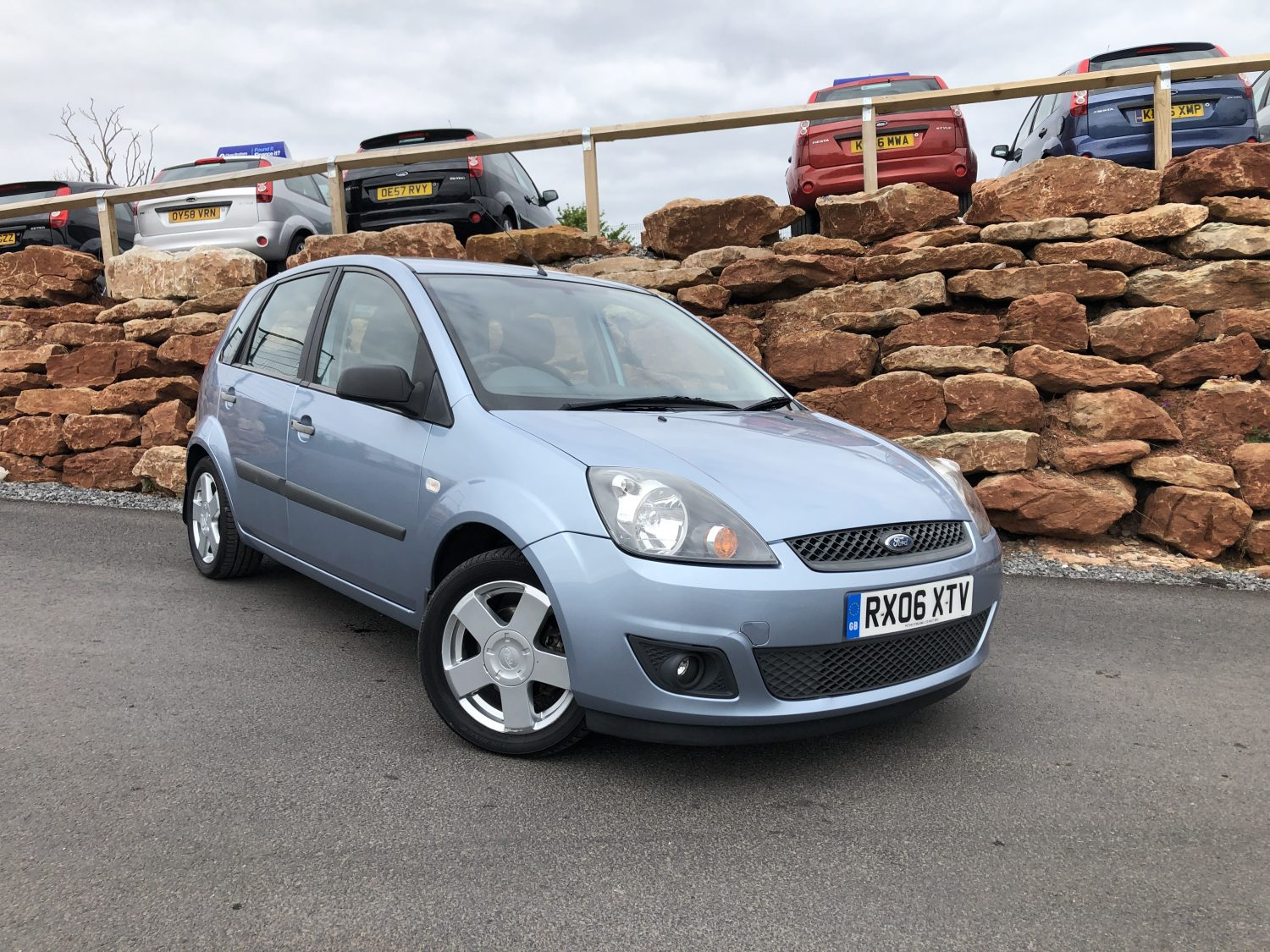 ford fiesta zetec climate   door hatchback blue